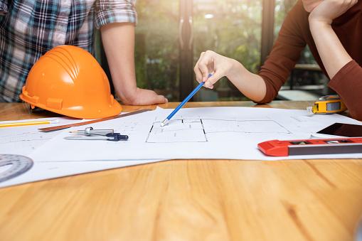 Ingenieur En Architect Concept Ingenieur Architecten Officeteam Werken Met Blauwdrukken Stockfoto en meer beelden van Afdruk