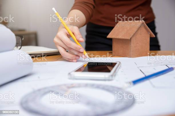 Ingenjör Och Arkitekt Koncept Ingenjör Arkitekter Officeteamet Arbetar Med Ritningar-foton och fler bilder på Affärsman