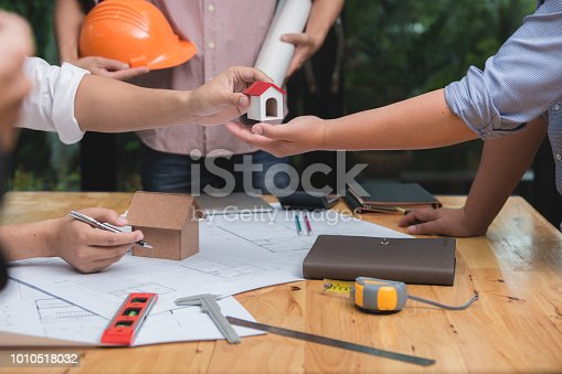952643774 istock photo Engineer and architect team of real estate agency and company presidents discussing. 1010518032