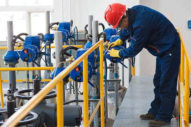 Ingenieur, die die Öl-pipeline-Ausstattung – Foto
