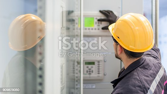 istock Engineer commissioning bay control unit. Engineering department 909829050