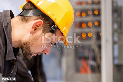 istock Engineer commissioning bay control unit. Engineering department 909829108