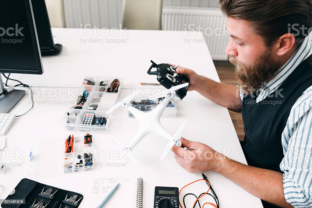 Engineer connecting rc transmitter with drone Lizenzfreies stock-foto