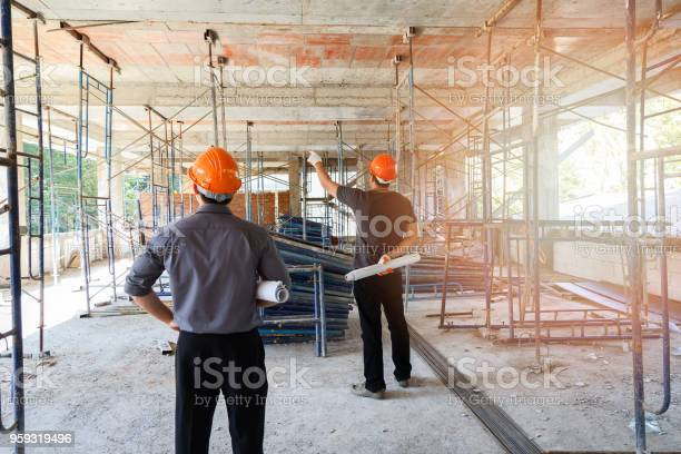 Engineer discussing with foreman about project in building site picture id959319496?b=1&k=6&m=959319496&s=612x612&h=kabzik8f4wjsm94jqljtv7n zrwqoonl3dxfaococ7a=
