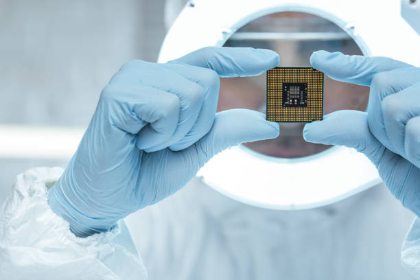 Engineer Engineer analyzing computer chip in laboratory computer chip stock pictures, royalty-free photos & images