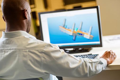 Ingenieur Arbeiten Am Computer Stockfoto und mehr Bilder von Afrikanischer Abstammung