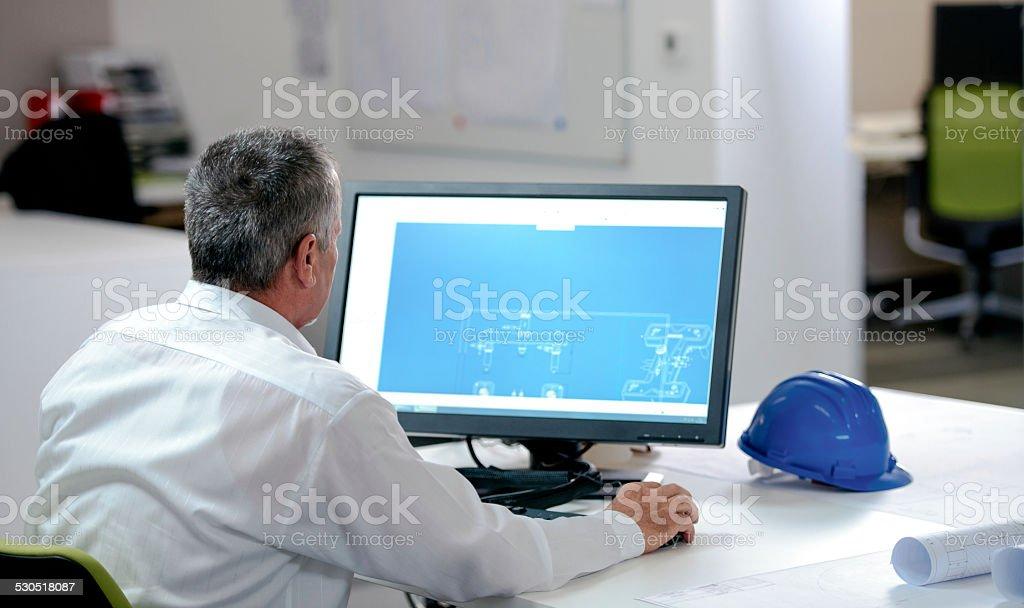 Ingenieur Arbeiten am Computer - Lizenzfrei Aktiver Senior Stock-Foto