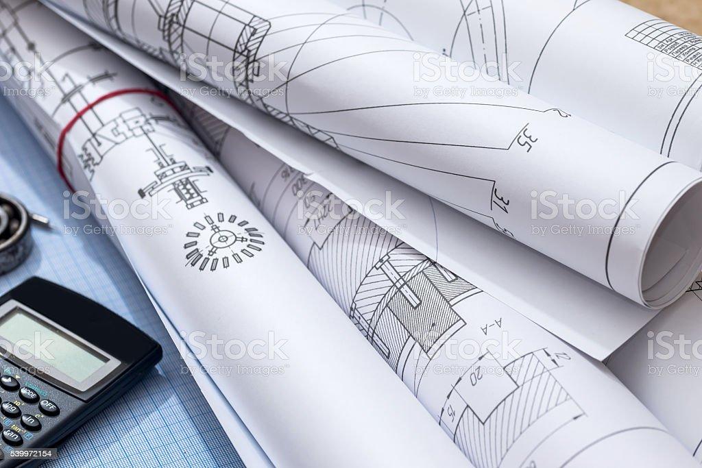 Rysunki techniczne na wykresie papierowym – zdjęcie