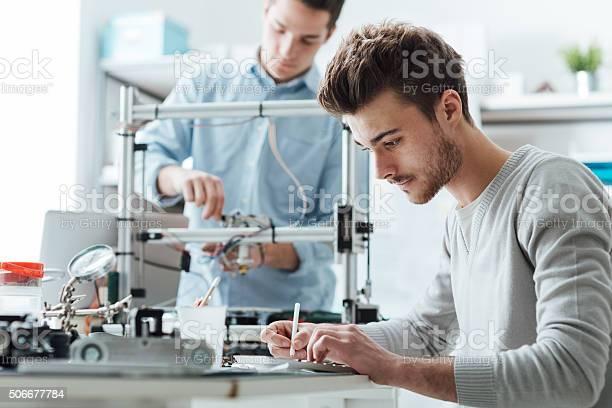 Ingenieurwesenstudenten Arbeiten Im Labor Stockfoto und mehr Bilder von 3D-Druck