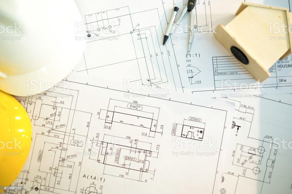 Ingenieure-Tools und Helmat auf Blaupause im Büro, Baukonzept. Ingenieur-Konzept – Foto