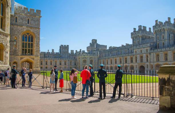 영국, 영국 윈저 성 공식 거주지의 그녀는 여왕 및 19 5 월 2018에 해리 왕자와 메 건 대 한 전문적인 결혼식의 인질 이다. 중세 궁전을 보고 관광객 - meghan markle 뉴스 사진 이미지