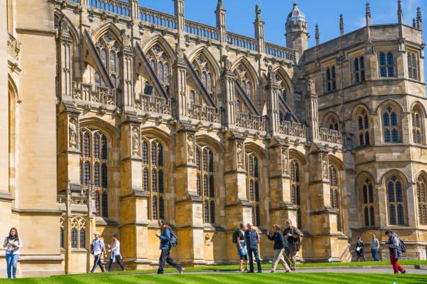영국, 영국 윈저입니다.  st. 조지의 채 플 및 관광객 윈저 성 공식 거주지의 그녀는 여왕 및 19 5 월 2018에 해리 왕자와 메 건 대 한 전문적인 결혼식의 인질 이다. - meghan markle 뉴스 사진 이미지