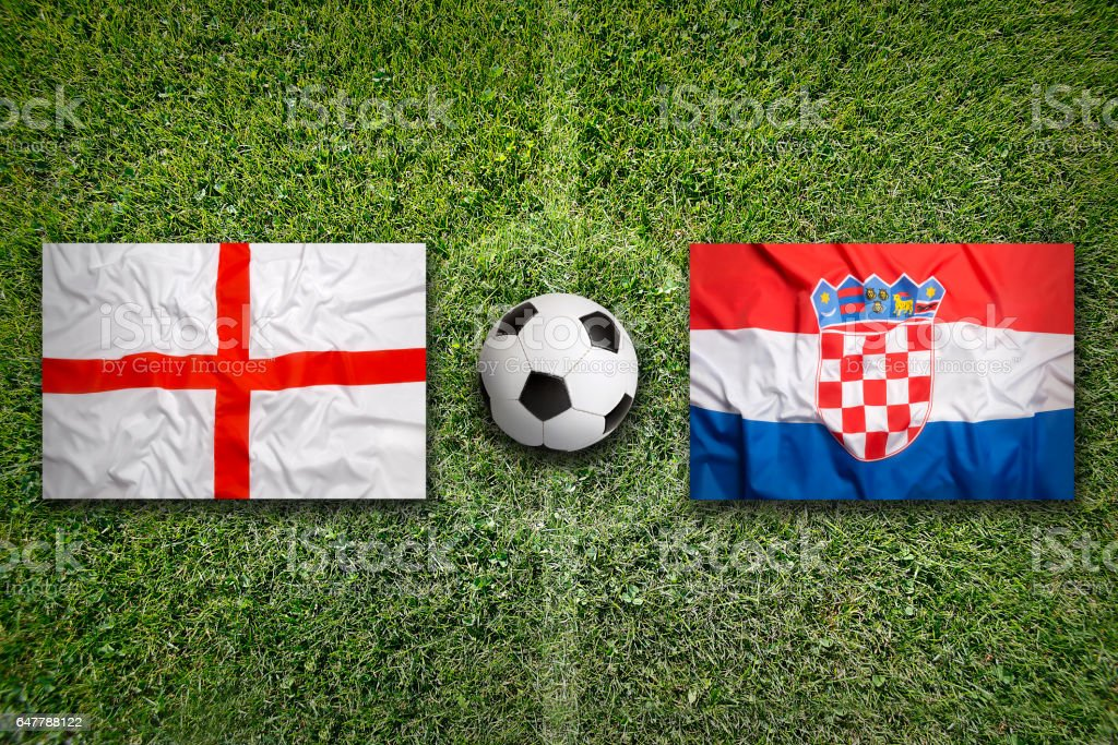 England vs. Croatia flags on soccer field - foto stock