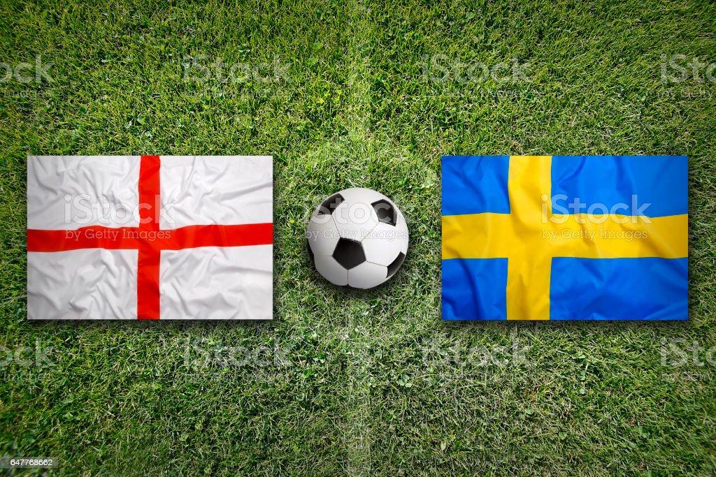 England vs. Schweden Fahnen auf Fußballplatz – Foto