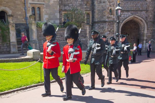 영국입니다. 윈저 성 해리 왕자와 메 건 대 한 전문적인의 로얄 결혼식을 축 하 하기 위해 준비. - meghan markle 뉴스 사진 이미지