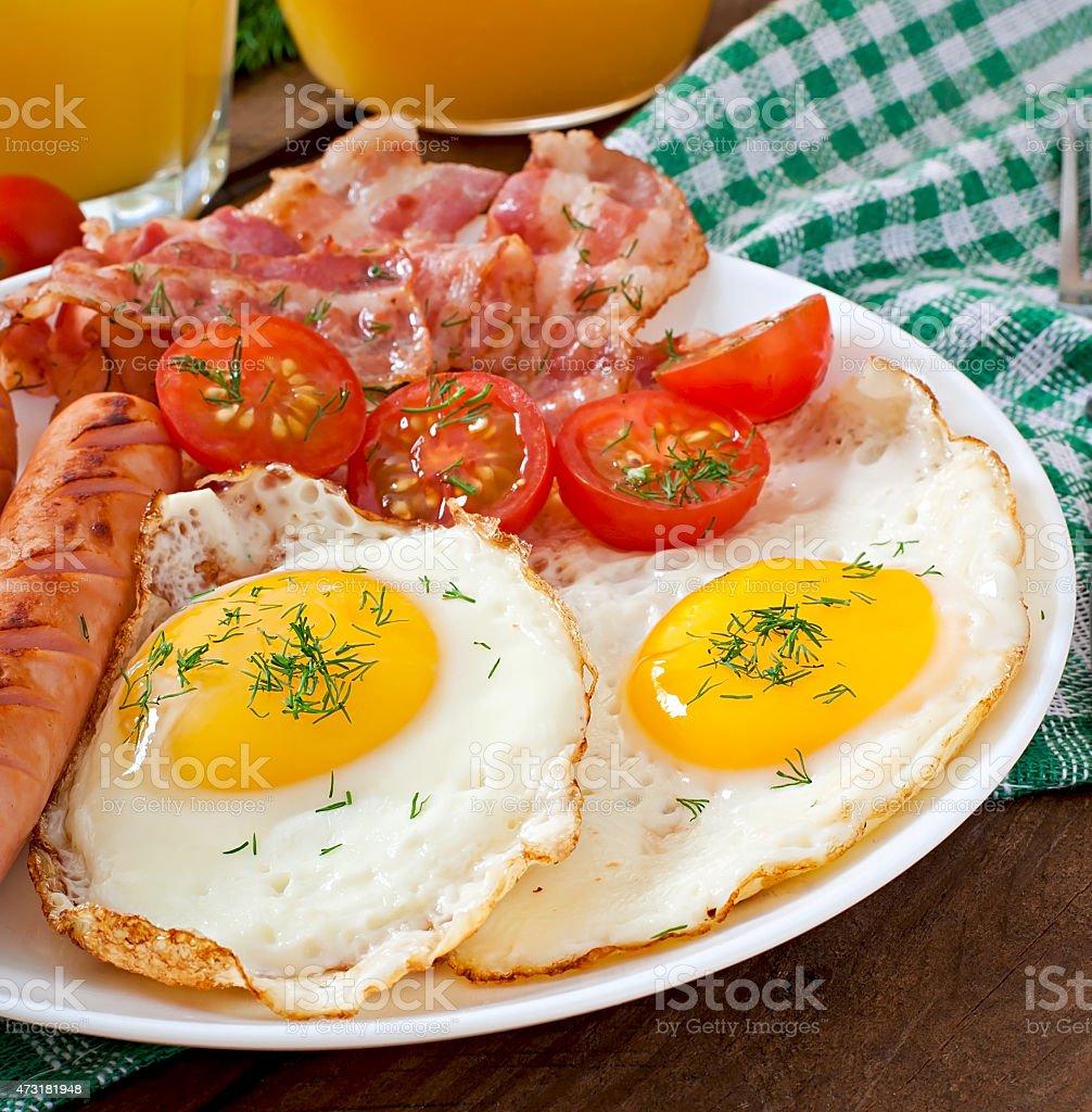 ベーコン トースト 卵