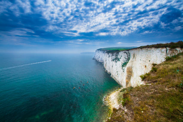 english channel white cliffs - english channel stock pictures, royalty-free photos & images