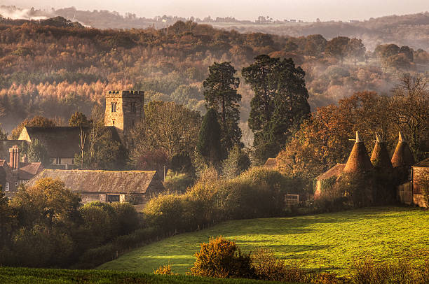 english countryside - engeland stockfoto's en -beelden