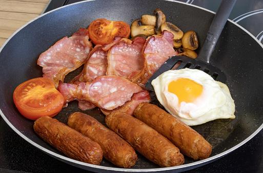 English fried breakfast in a frying pan