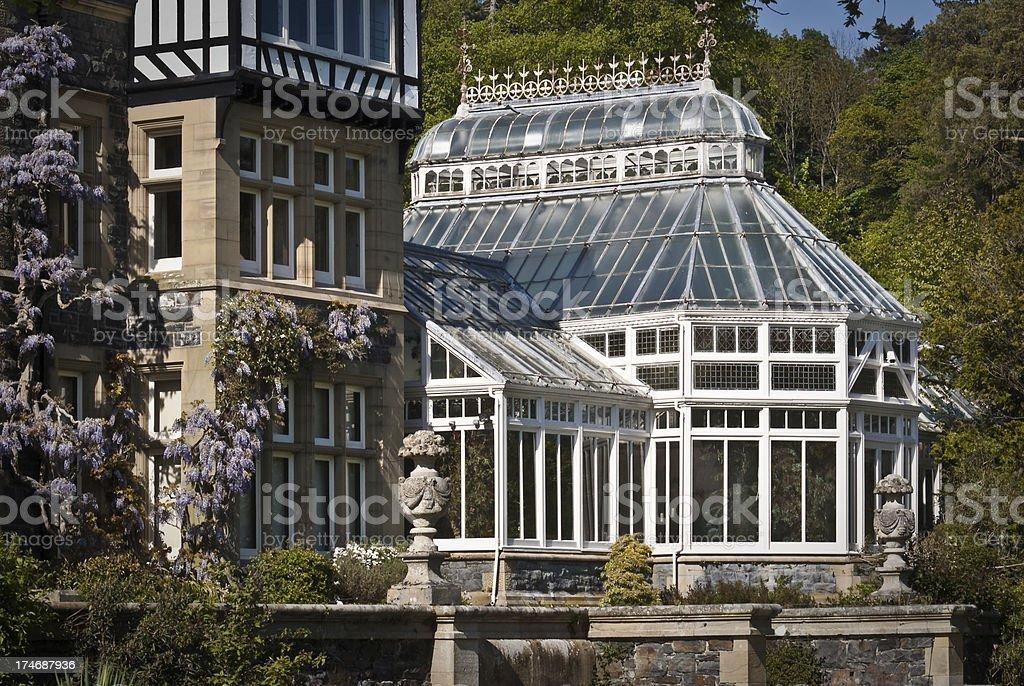 Gewächshaus Viktorianischer Stil viktorianische gewächshäuser mit glyzine stock fotografie