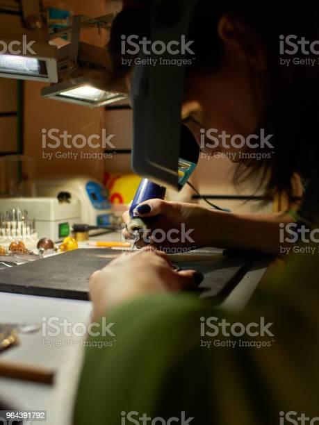 Foto de Gravador Grava O Desenho No Esboço e mais fotos de stock de Antigo