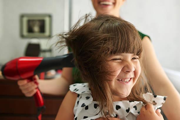 genießen sie einen tag im hairsalon - haarfön stock-fotos und bilder