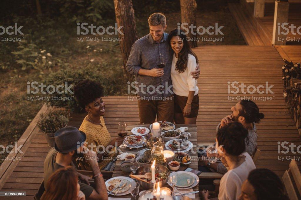 Genießen Sie im Sommer Abendessen – Foto
