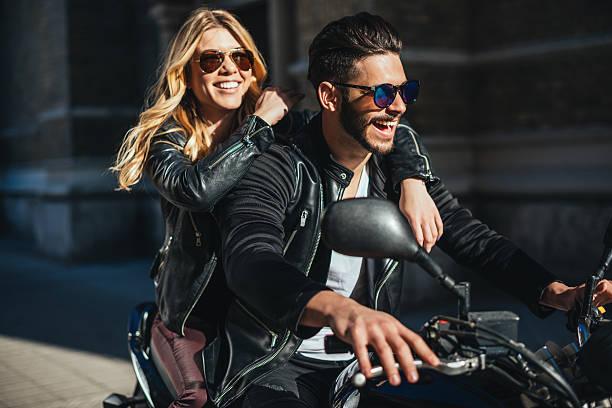 genießen sie motorradfahren - motorrad männer stock-fotos und bilder