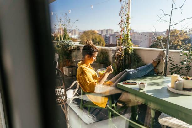 Den Frühling auf dem Balkon genießen – Foto