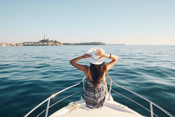 enjoying summer on the croatian seaside - rondvaartboot stockfoto's en -beelden