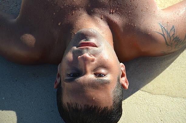genießen sie die paradise island und koralle-sand - shell tattoos stock-fotos und bilder