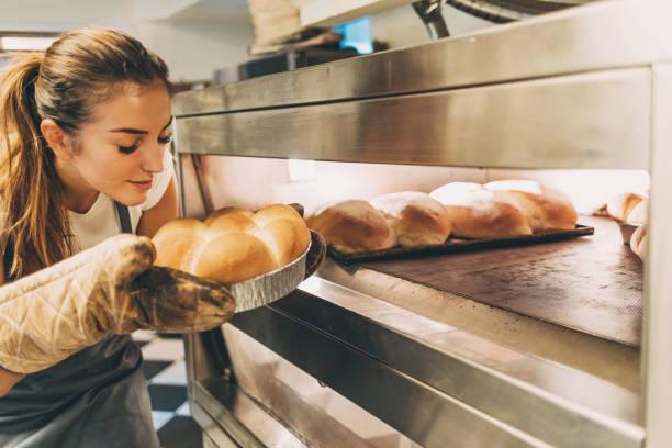 njuter av doften av färska heta bröd - food woman to smell bildbanksfoton och bilder