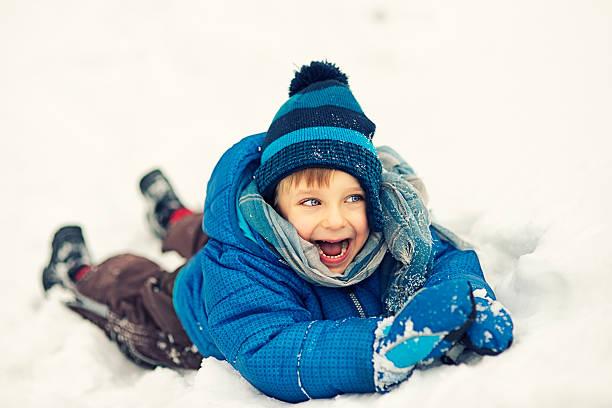 genießen sie den winter - gute winterjacken stock-fotos und bilder