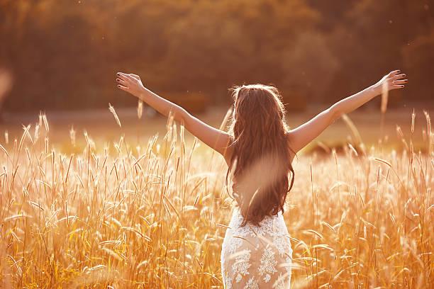 enjoyment. free woman arms outstretched. happy bride - hochzeitsfrisur twilight stock-fotos und bilder