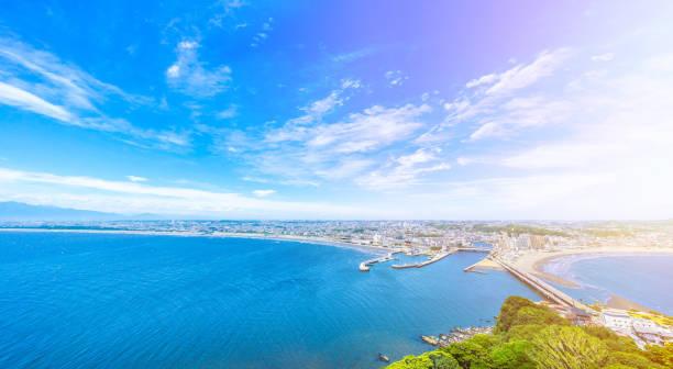 enoshima island and urban skyline aerial view - prefektura kanagawa zdjęcia i obrazy z banku zdjęć