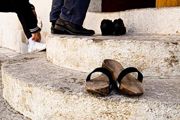 Entrar na mesquita - foto de acervo