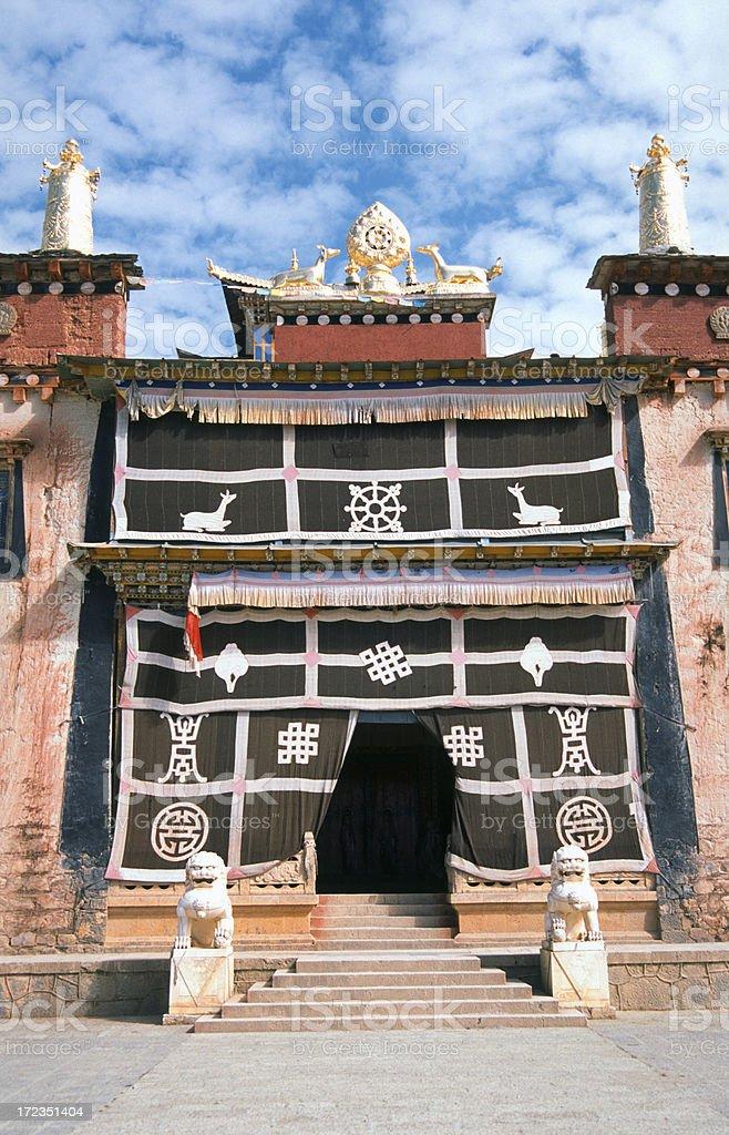 Entrada de un templo Budhist foto de stock libre de derechos
