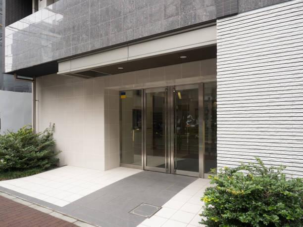 アパートの入り口 - 玄関 ストックフォトと画像