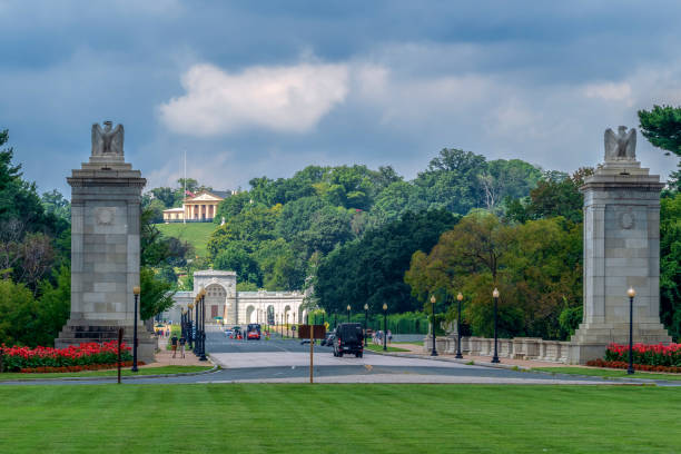 entrance of arlington national cemetery - arlington national cemetery stock pictures, royalty-free photos & images