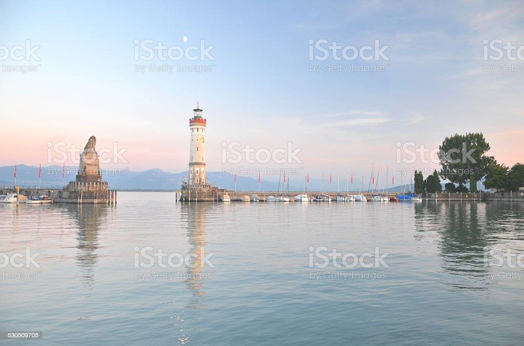 Eingang zum Hafen von Lindau am Bodensee island Lake, Deutschland Lizenzfreies stock-foto