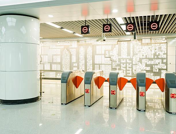 Eingang der U-Bahn-station – Foto