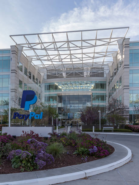 entrance of paypal 's headquarters in silicon valley usa - paypal foto e immagini stock