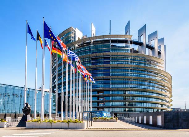 Entrée du bâtiment Louise Weiss, siège du Parlement européen à Strasbourg, France. - Photo