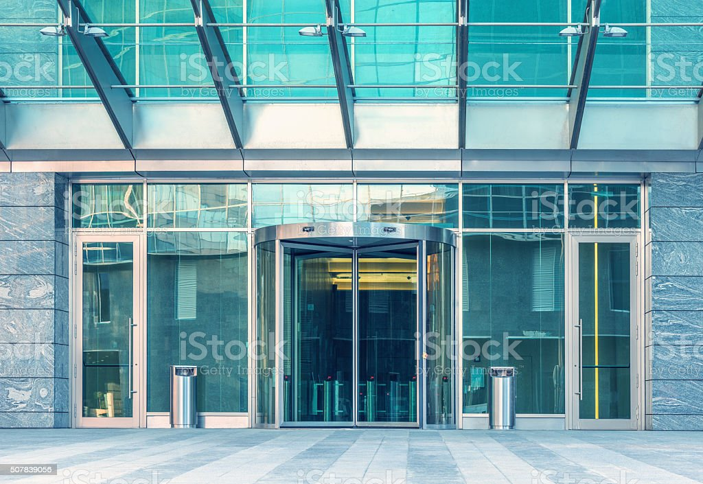 Ingresso dell'edificio moderno. - foto stock