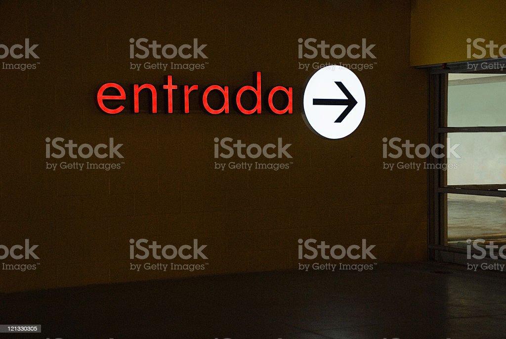 Sinal de Entrada em português - foto de acervo