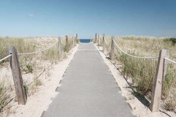 Eingang zu den berühmten weißen Stränden von Cape Cod (Massachusetts, USA) – Foto