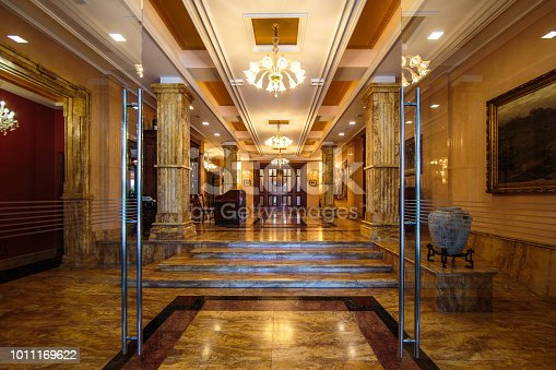 istock Entrance to luxury lobby 1011169622