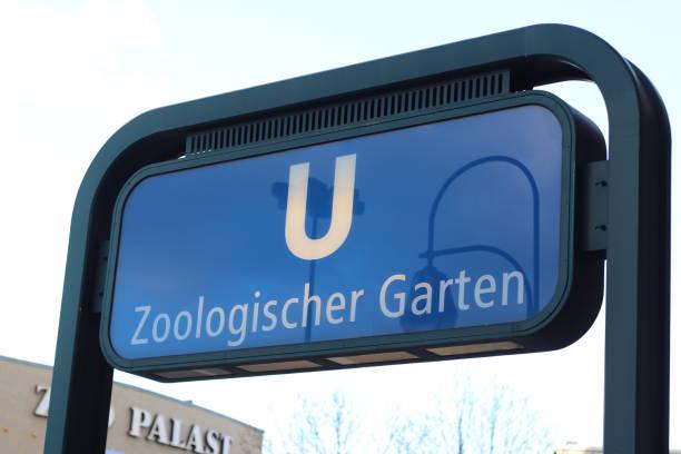 eingang zur u-bahn-station zoologischer garten in berlin - u bahn stock-fotos und bilder