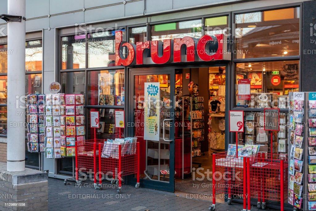 Ingang van de Bruna-winkel in Amersfoort, Nederland - 2019 foto