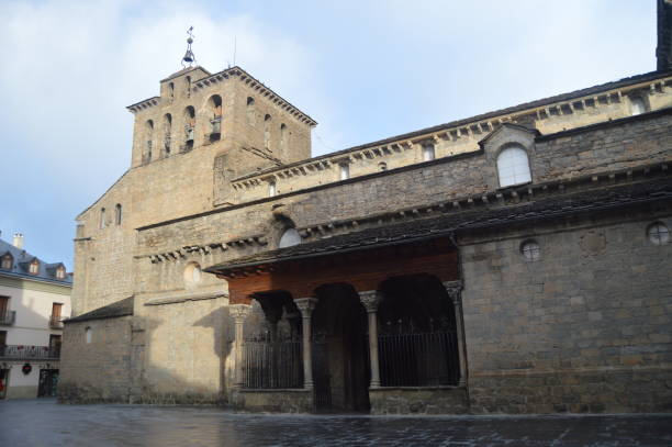 Eingang zur Kathedrale von Jaca des römischen Stil im XI Jahrhundert In Jaca. – Foto